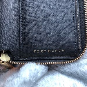 Tory Burch Accessories - TORY BURCH ROBINSON ZIP WALLET
